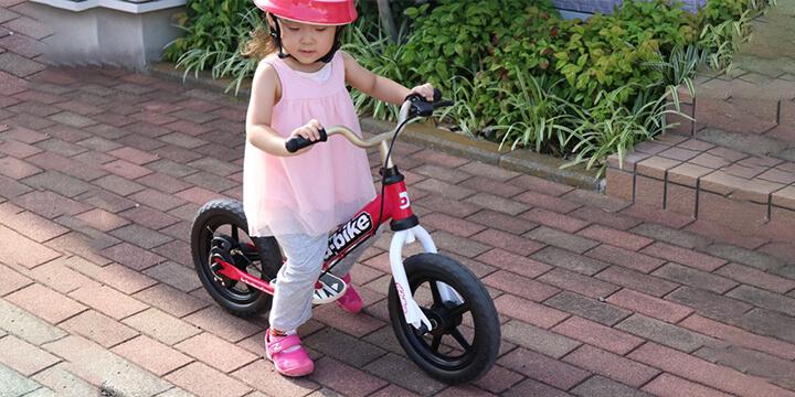三輪車からのキックバイクチャレンジ|ももちゃん(当時2才)
