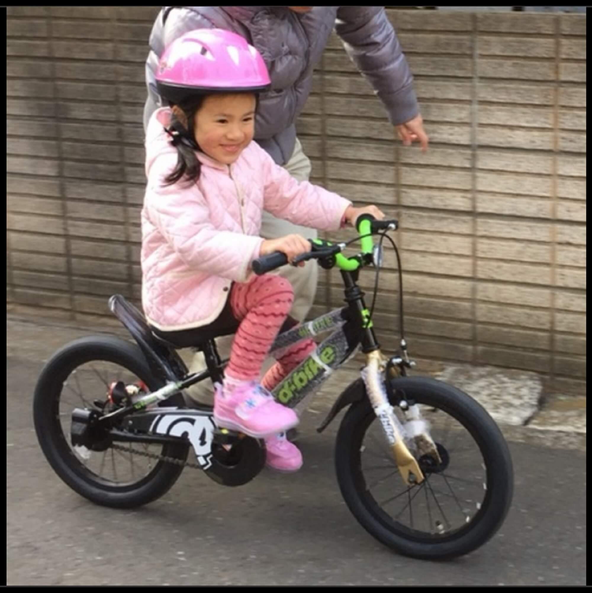 上手なサポートでコツをつかみ自転車デビュー|リナちゃん(当時5才)
