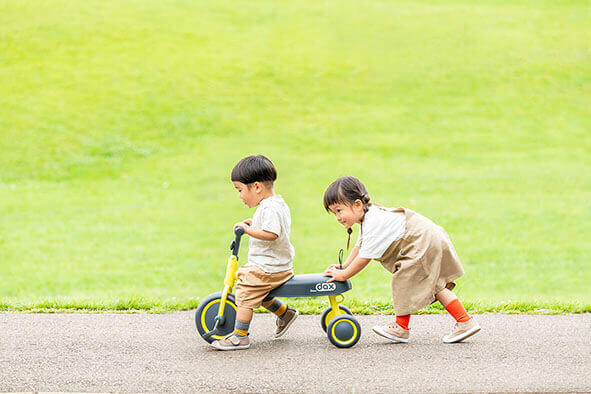 三輪車でみんなと一緒に遊ぼう|子ども自転車、三輪車ならアイデス