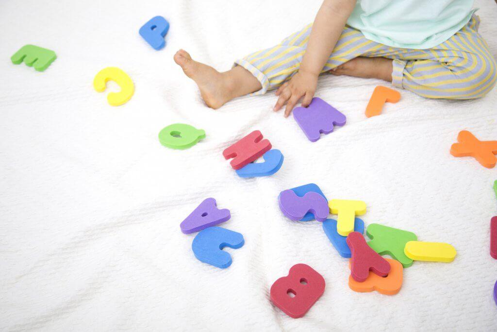 アルファベットの知育玩具