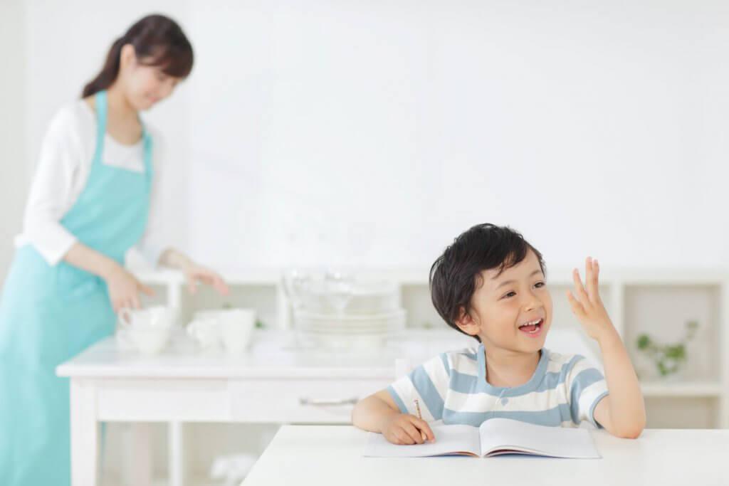 子どもが勉強している様子